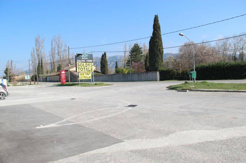 Local sur axe passant - beau local de  ...
